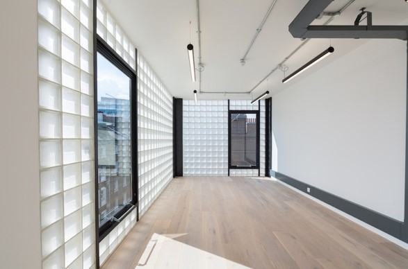 """alt=""""bright working space with square opaque tiles, white walls and ceiling near London Bridge"""""""
